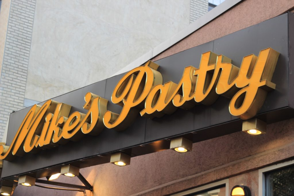 Mikes Pastry shop in Boston